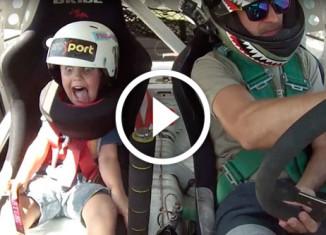 дрифт гонщика с маленьким сыном