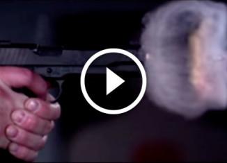 замедленная съемка выстрела из пистолета