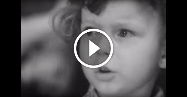 Мальчик читает стихотворение Рождественского
