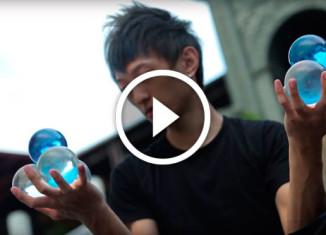 Мастер контактного жонглирования