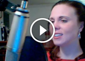 Девушка поёт арию из Пятого элемента