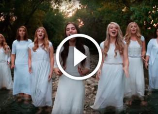 Девушки поют а капелла
