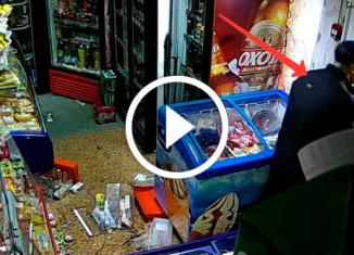 Глупого грабителя заперли в магазине
