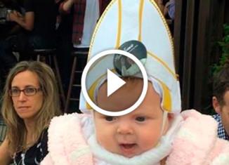 Папа Римский и младенец