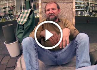 Студенты помогли бездомному