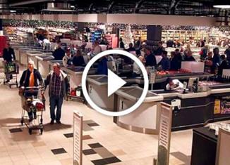 Новогодний флешмоб в супермаркете