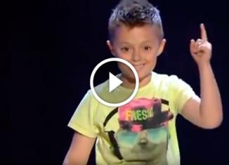 Мальчик круто танцует