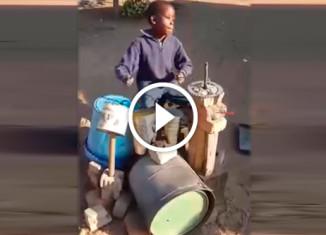 Маленький темнокожий барабанщик