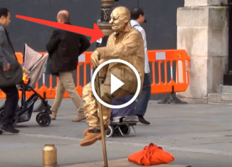 Разоблачение живой статуи