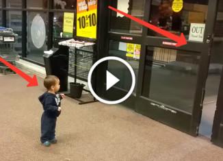 Реакция малыша на автоматические двери