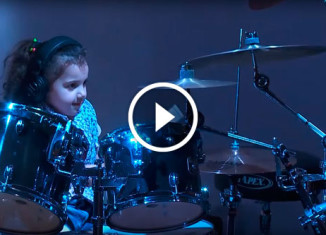 5-летняя барабанщица
