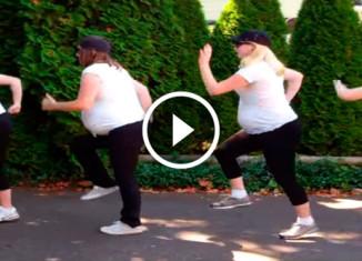 Беременные сестры танцуют