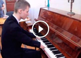 Пианист без кистей рук