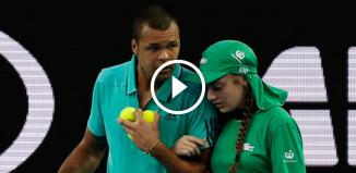 Теннисист помог девушке