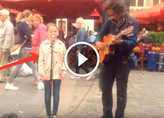 Девочка поет оперным голосом