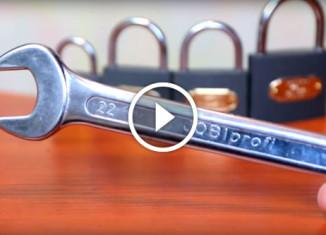 Как открыть замок гаечным ключом