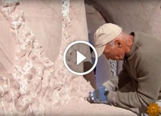 Мужчина превратил пещеру в произведение искусства