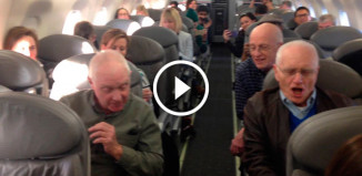 Дедушки повеселили всех на борту самолета