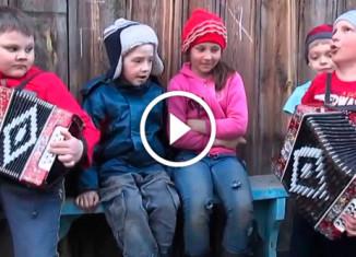 Дети поют Катюшу