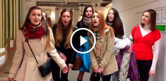 Девушки поют в IKEA