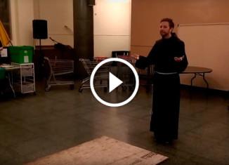 Монах танцует
