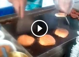 Как азиаты делают бургеры