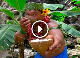 Как разделывают кокос в Самоа