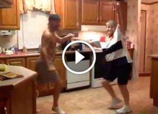 Танец на кухне матери и сына