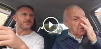 Сын поет с отцом в машине