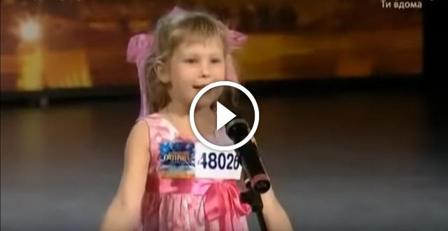 Девочка которая рассказывает стих