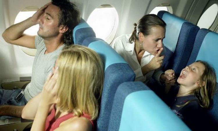 Летели мы с сыном в Египет, соседка о креслу сказала мне: «У всех дети как дети, только ты дебила вырастил…»